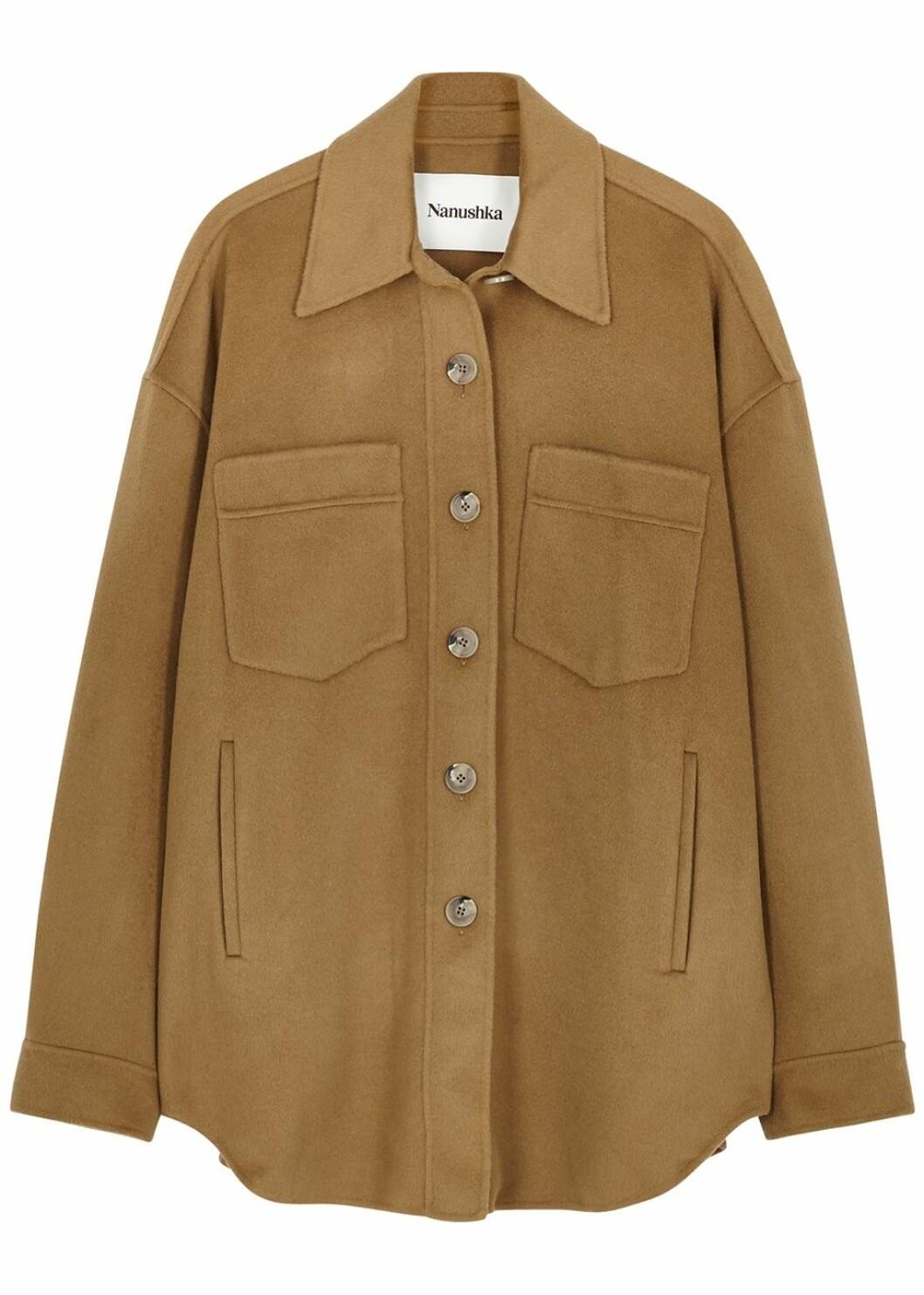 Ljusbrun skjortjacka från Nanushka.