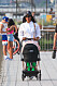 naomi campbell med barnvagn