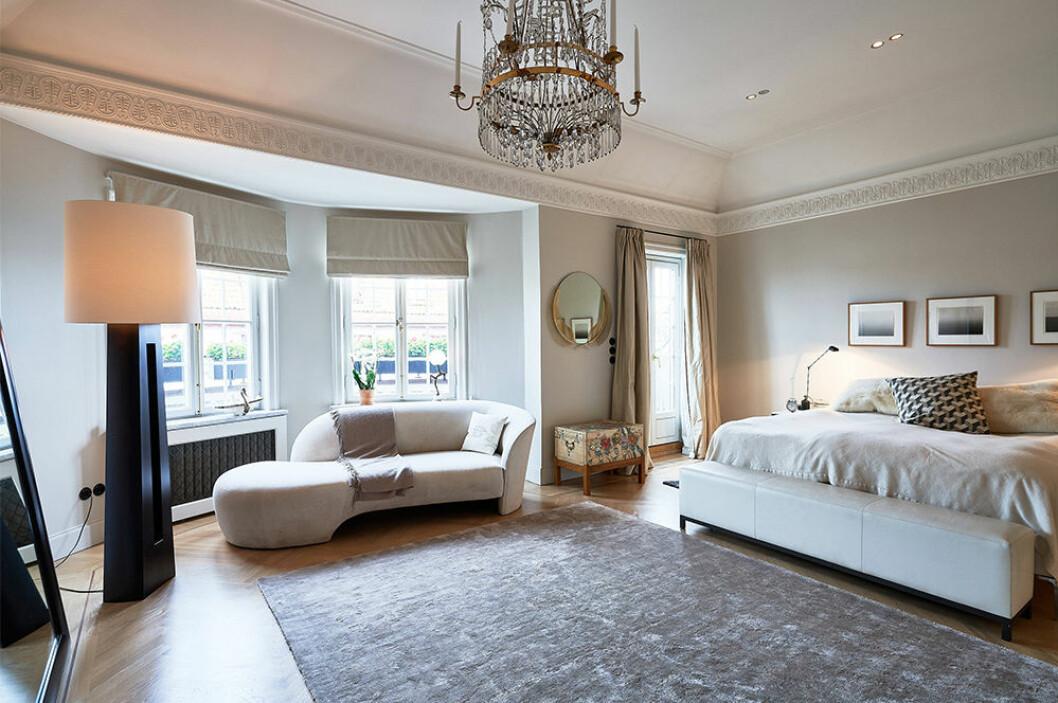 Sovrum i hotellstil hos Nathalie Schuterman