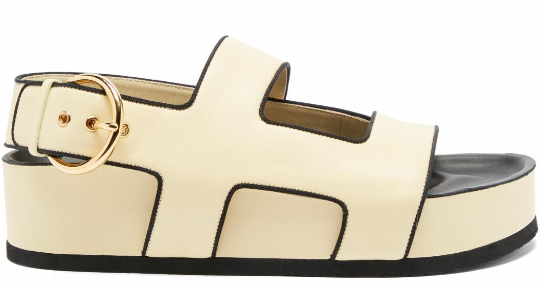 Sandaler från Neous i beige och svart.