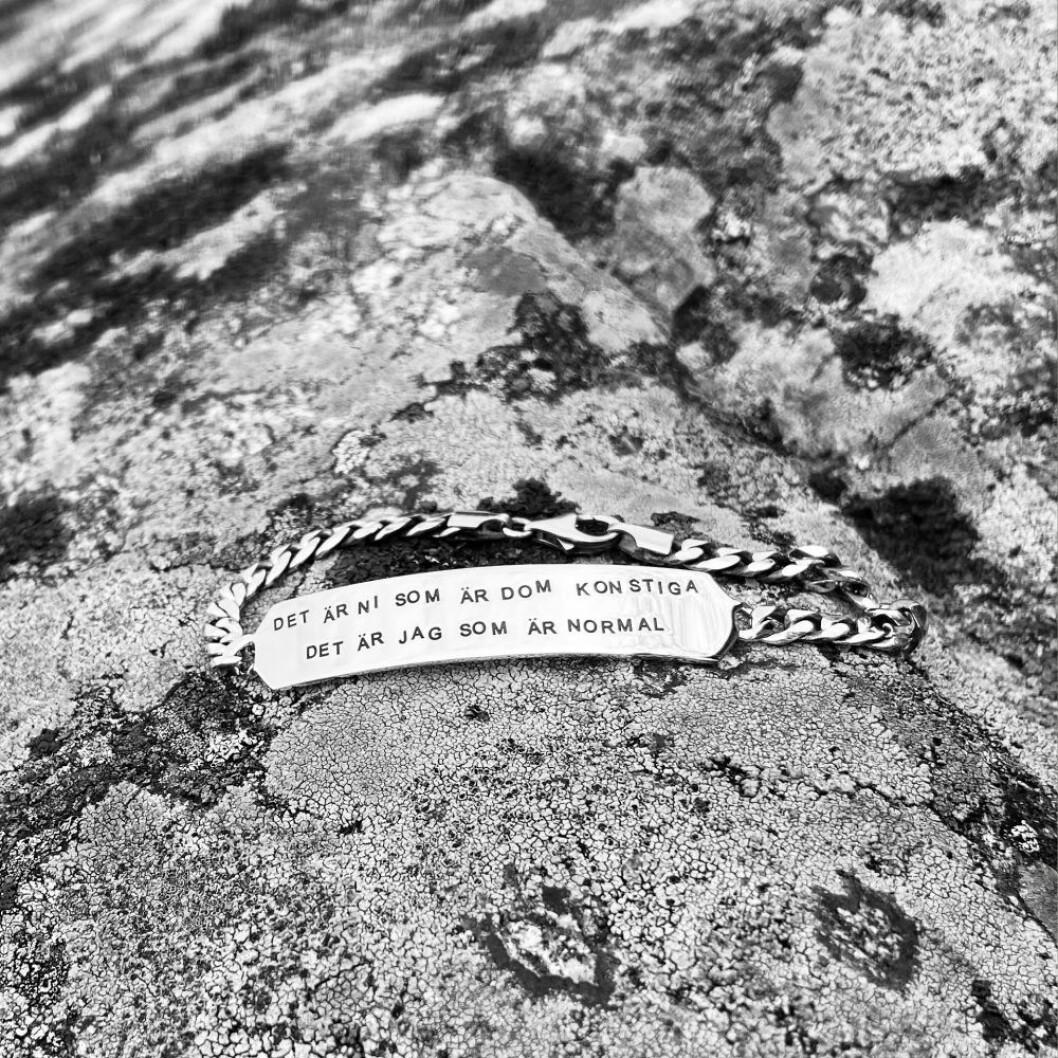 Evfa Attling och Thåström armband med text