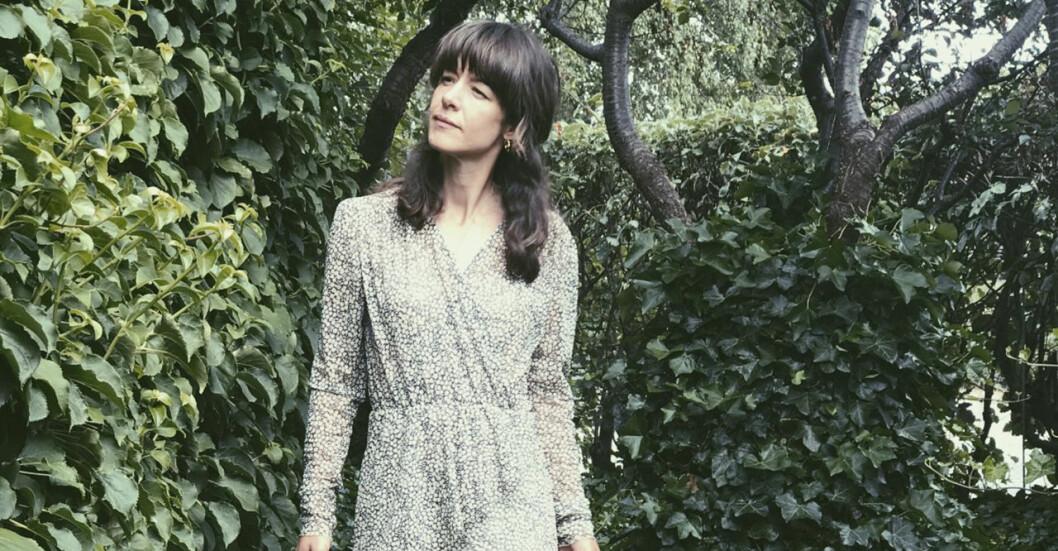 Nicole Wilson i Ulla Mohlins trädgård i Höganäs.