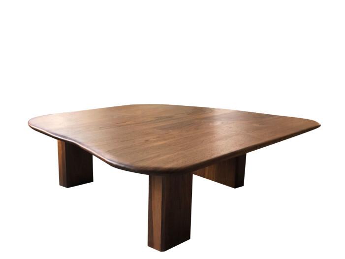 Färgstarka shoppingtips för vardagsrummet, bord i trä med böljande former från Niklas Runesson