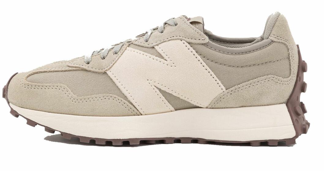 sneakers i beige från New Balance