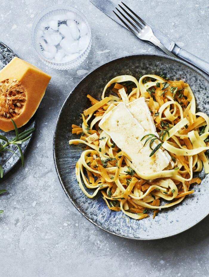 Recept på hemmagjord pasta med brynt smör och brie
