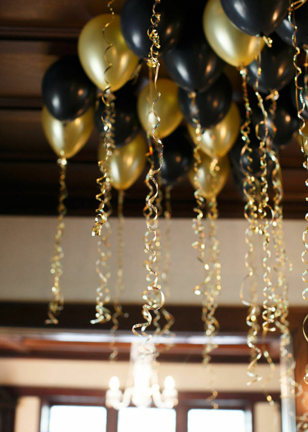 Ballonghav i guld och svart till nyår