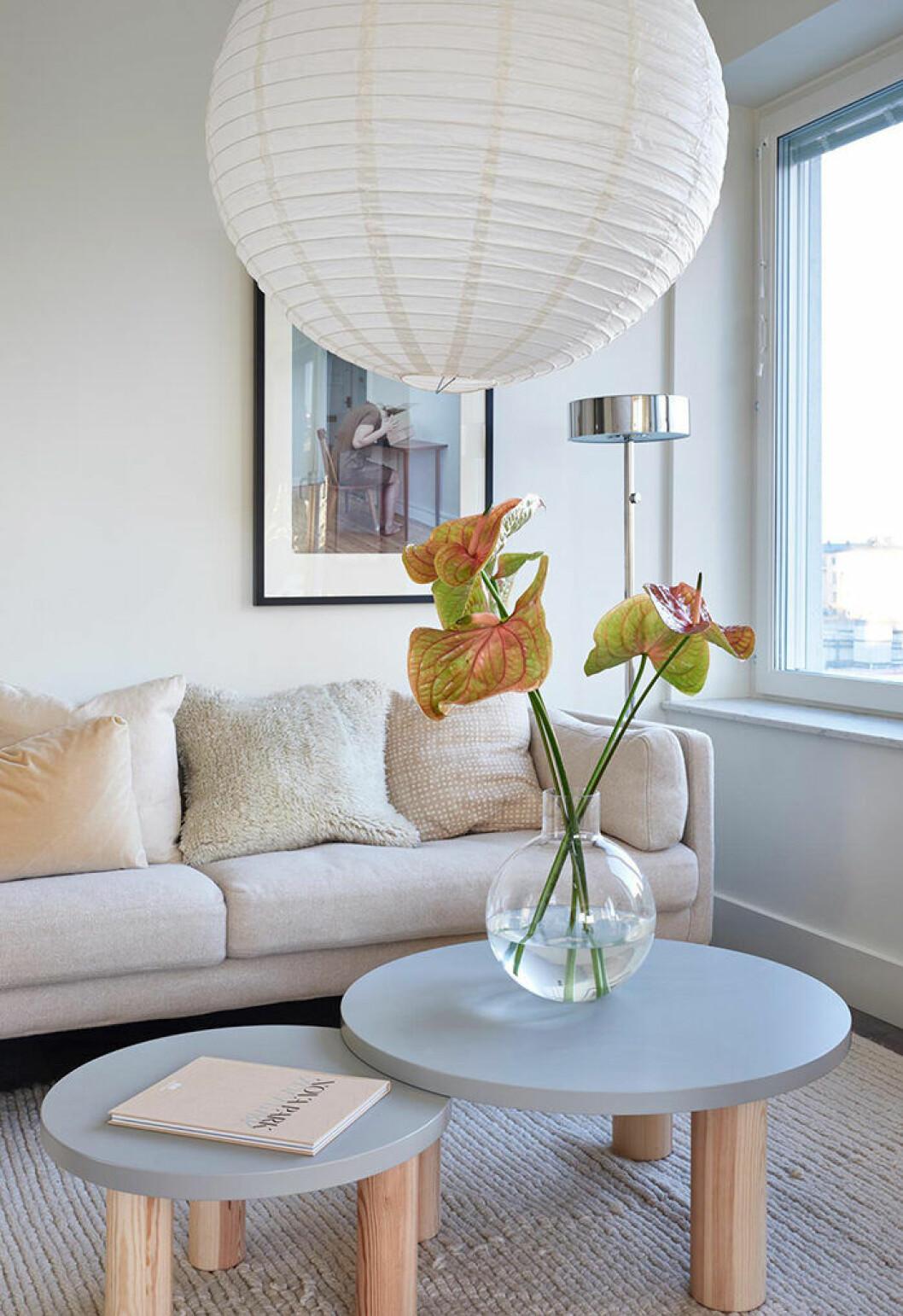 Belysningen mjukar upp intrycket i den nyproducerade lägenheten