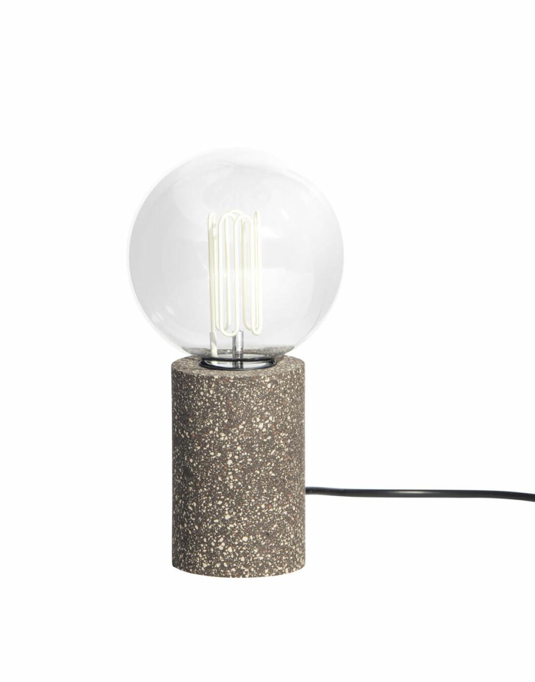Lampa gjord av spillmaterial