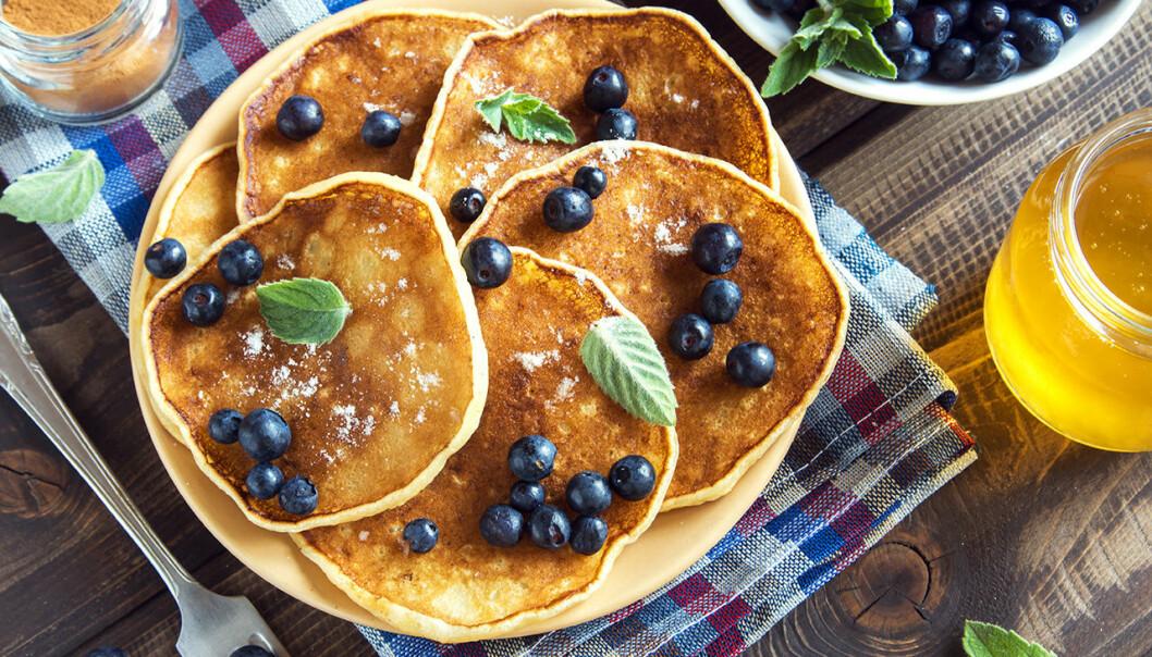 Nyttiga pannkakor med blåbär.