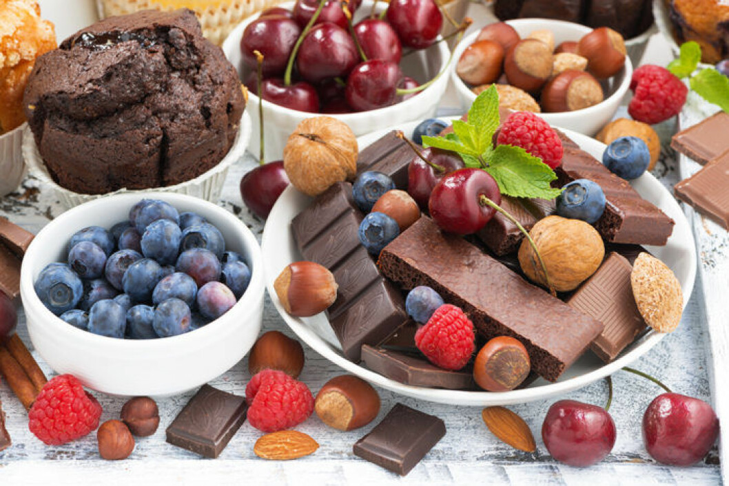 Choklad, nötter, frukt och bär. Foto: Shutterstock