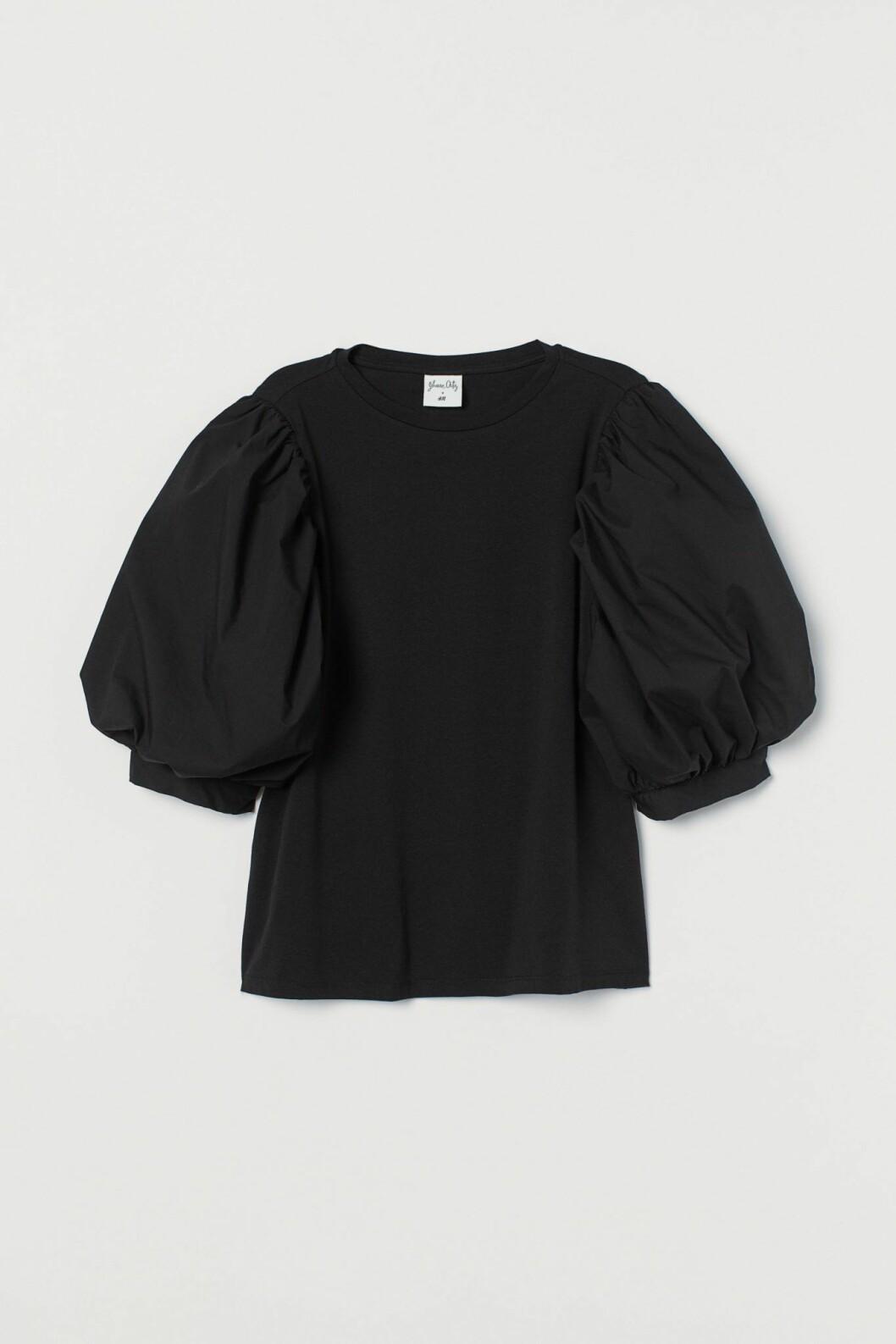 En festlig variant till den annars enkla t-shirten är denna från Johanna Oritz x H&M