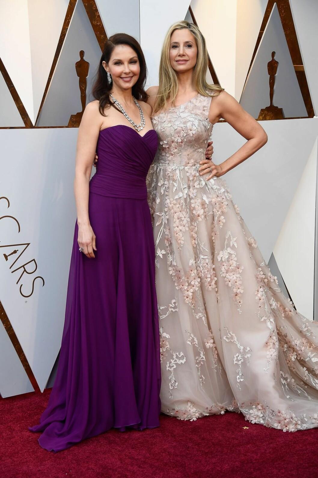Ashley Judd och Mira Sorvino på röda mattan