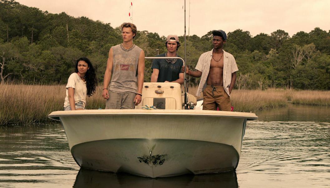 En båt med skådespelarna i outer banks