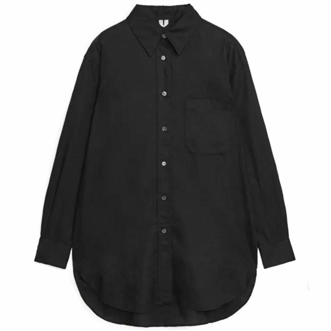 Svart oversize linneskjorta från ARKET