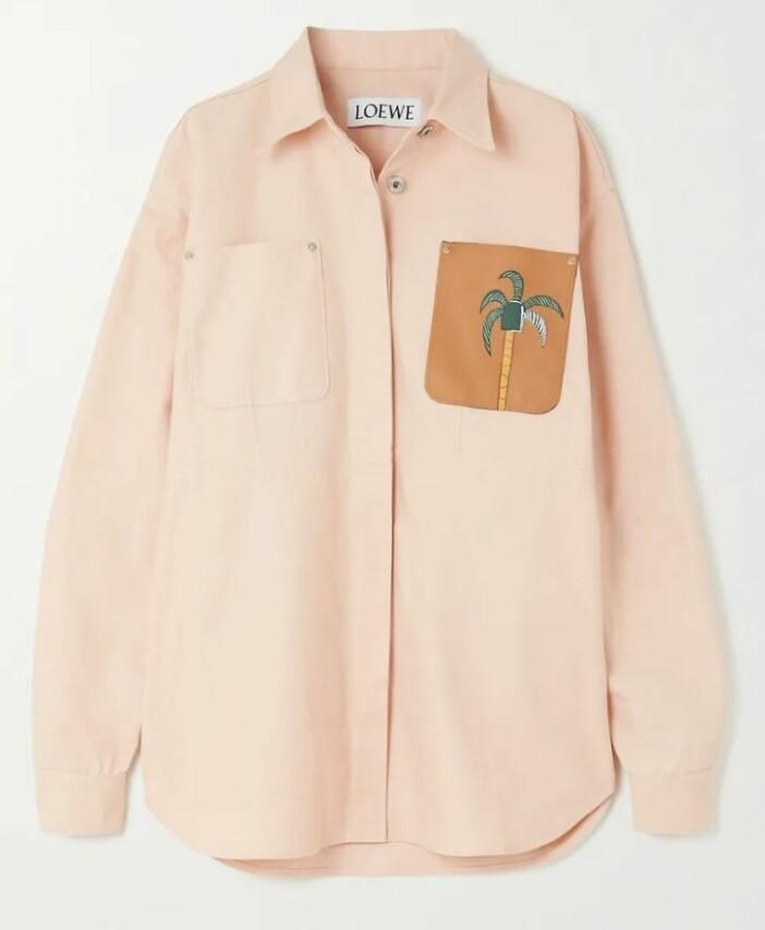 Oversized jeansskjorta med dekorativt motiv från Loewe.