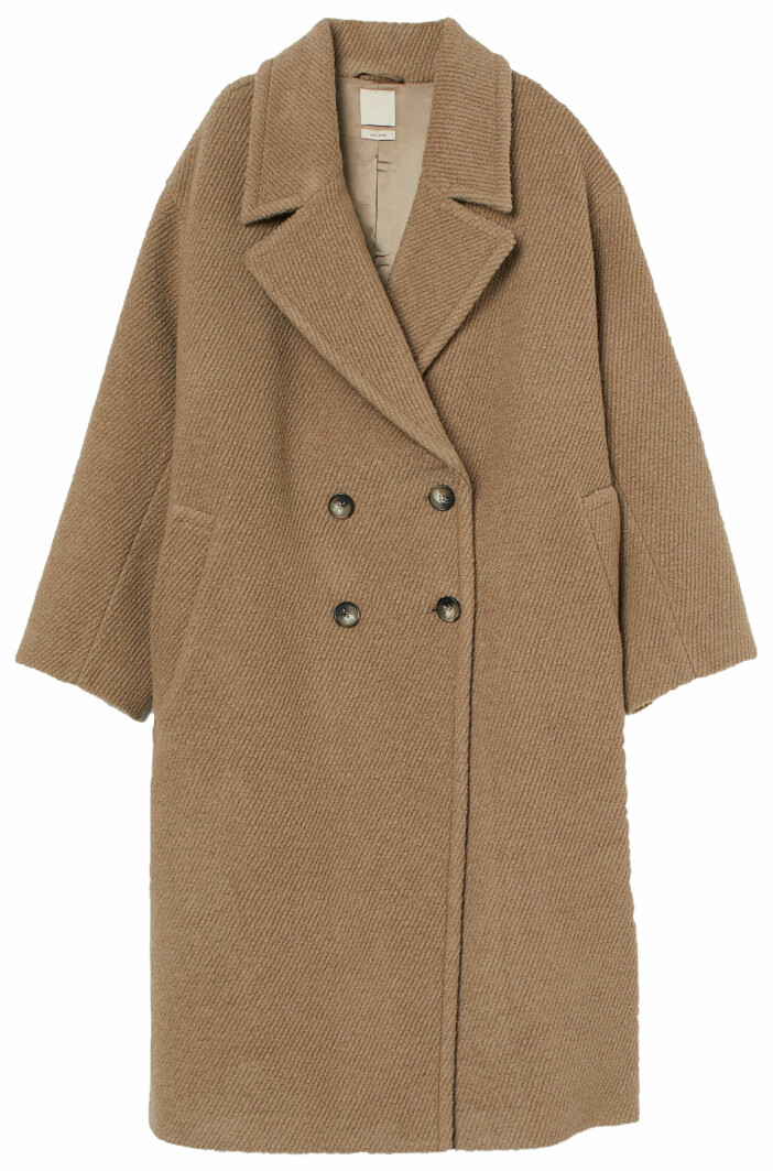 Oversized kappa i beige från H&M med dubbla knappar.