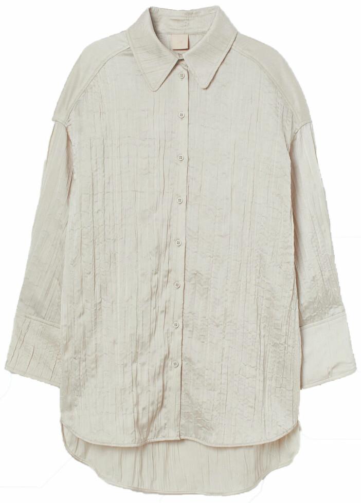 Oversized skjorta i krinklad satin från H&M