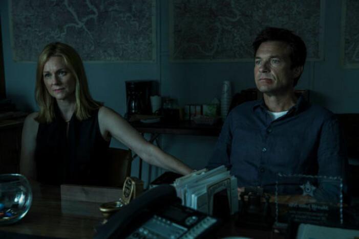 Laura Linney och Jason Bateman spelar huvudrollerna i Ozark