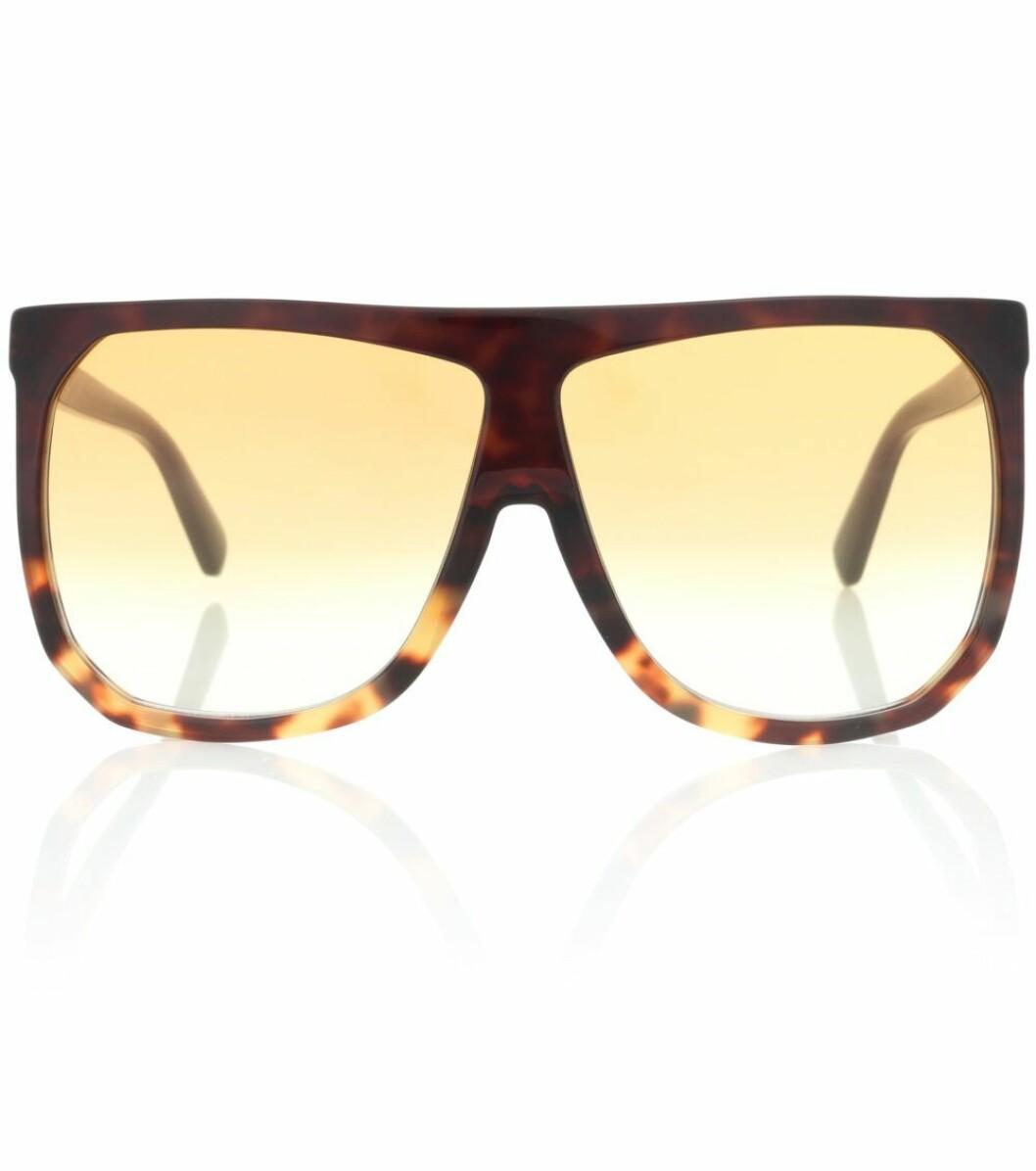 Bruna stora solglasögon med mönster från Loewe.