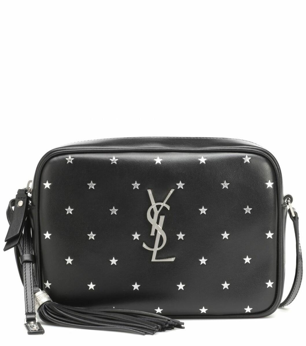 Svart väska med stjärndekoration från Saint Laurent.