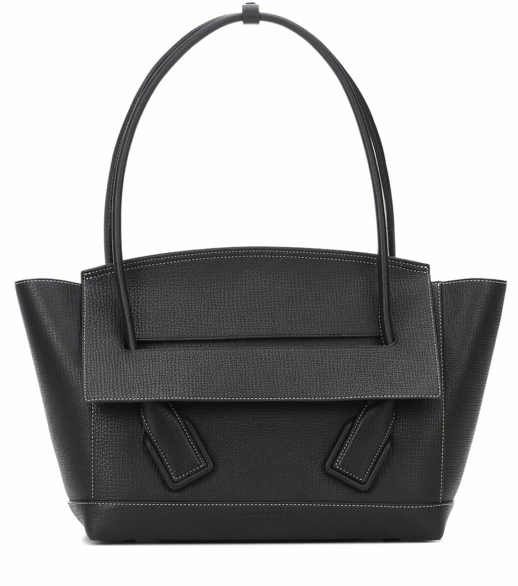 Bottega Veneta svart väska.
