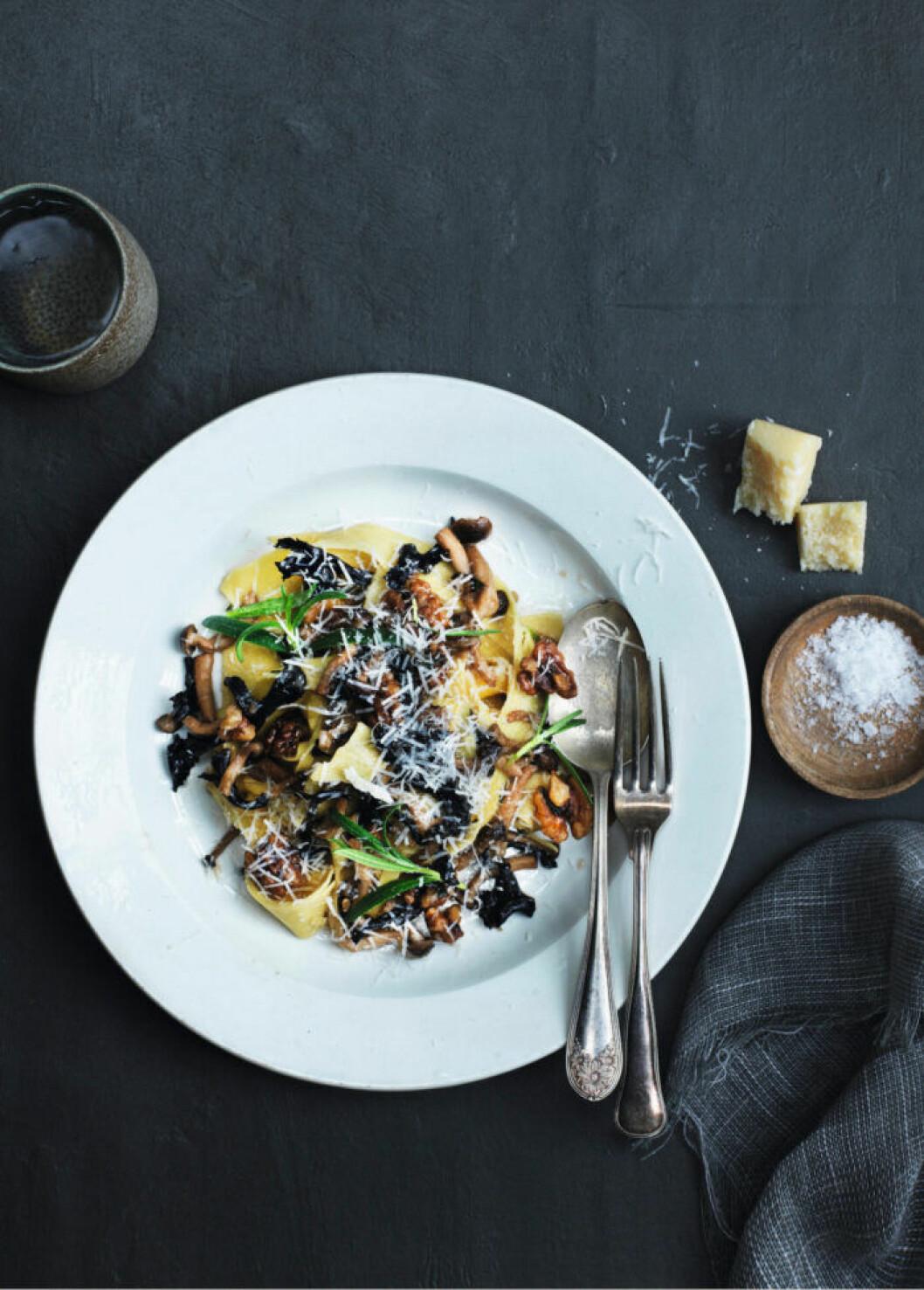 Pappardelle med svamp, valnötter och rosmarin