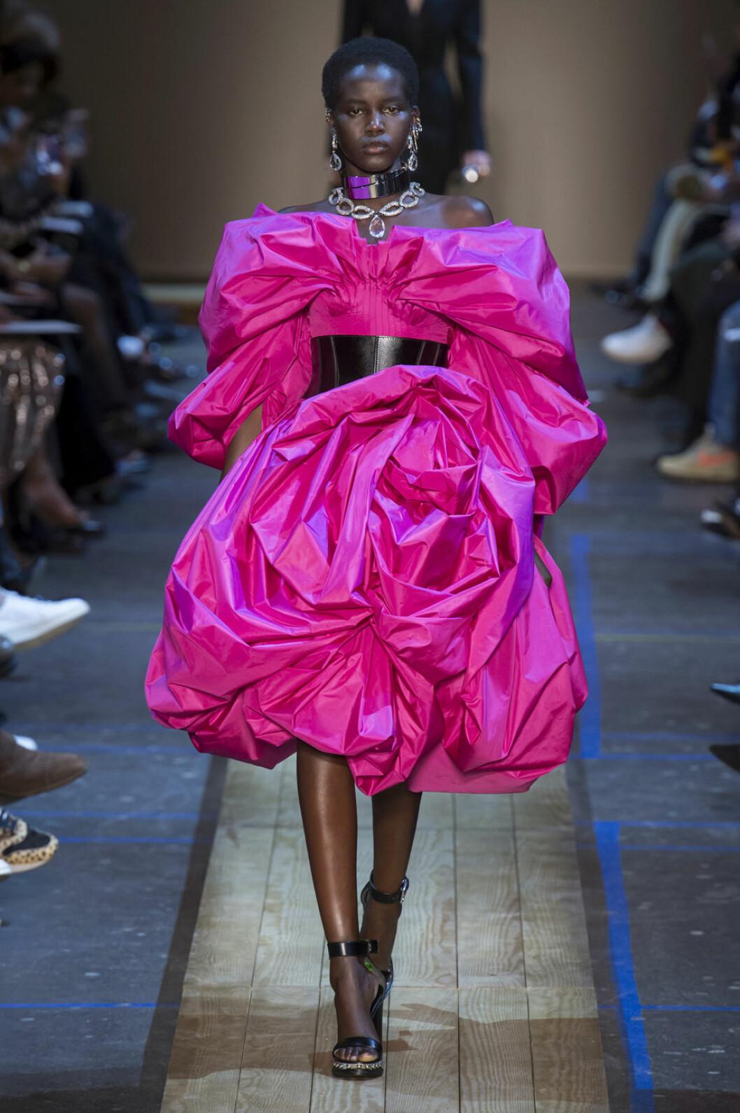 Alexander Mcqueen aw 19 rosa klänning
