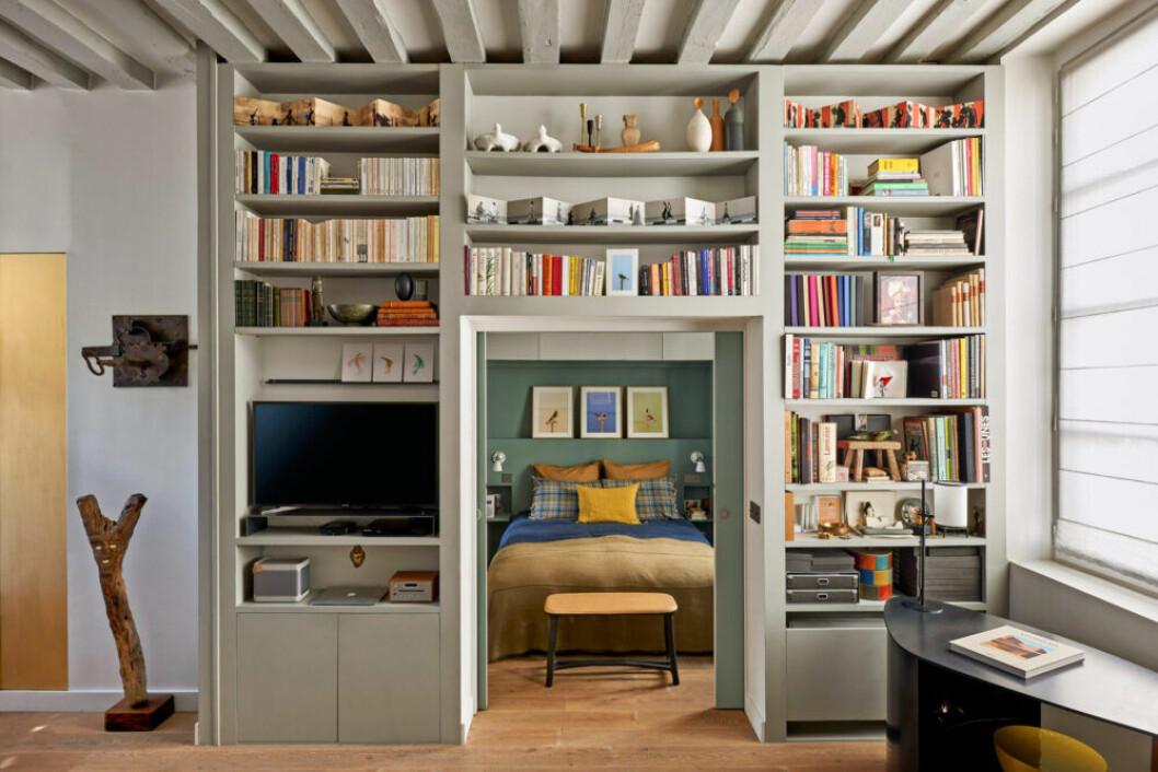 Platsbyggda lösningar och smart förvaring hemma hos designern Pierre de Gastines i Paris