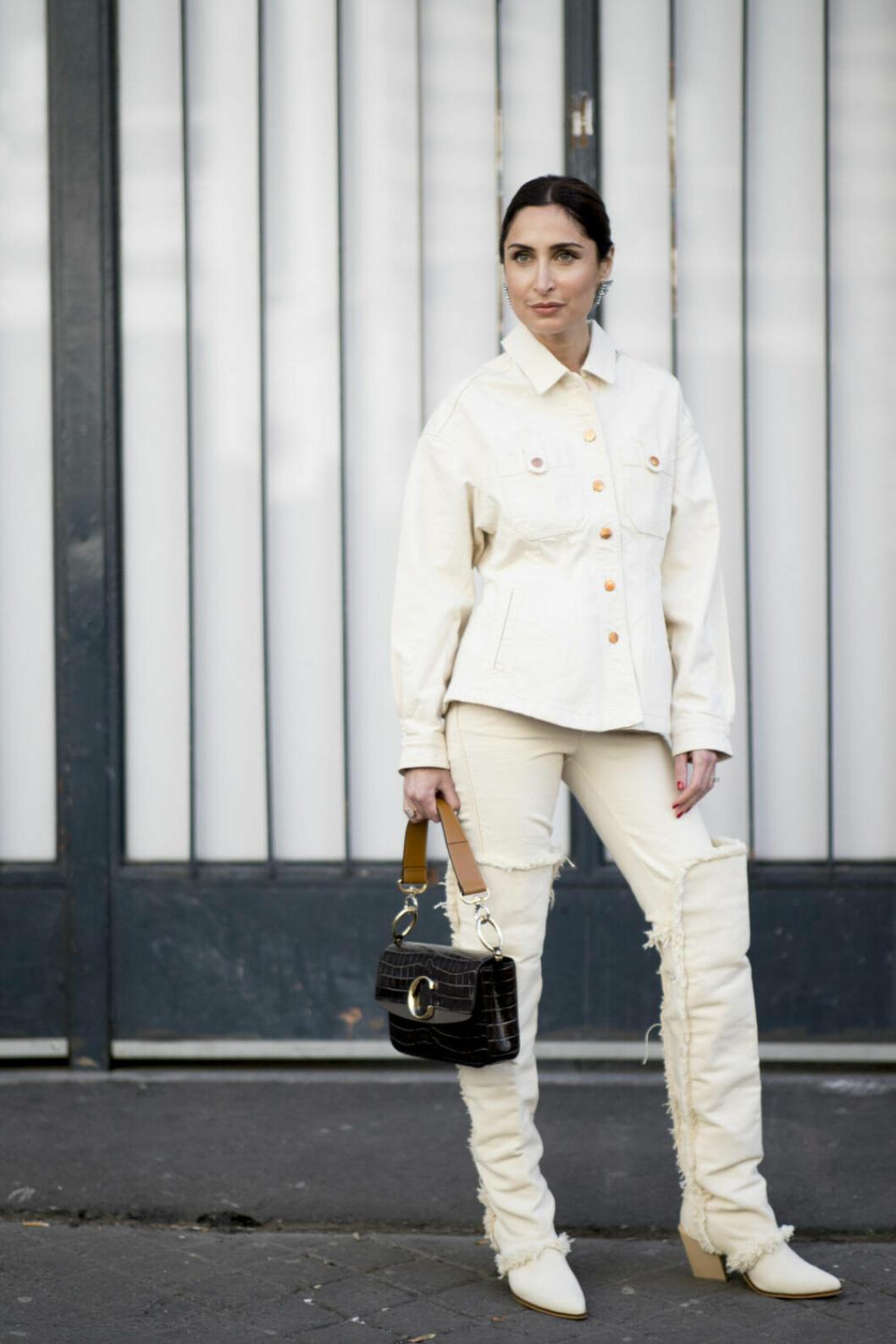 Streetstyle Paris FW, vit look med väska från Chloe.