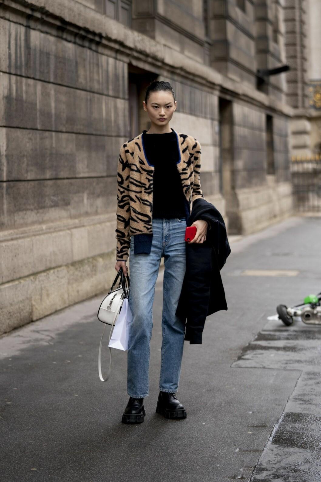 Tigermönstrad kofta streetstyle Paris Fashion Week AW20