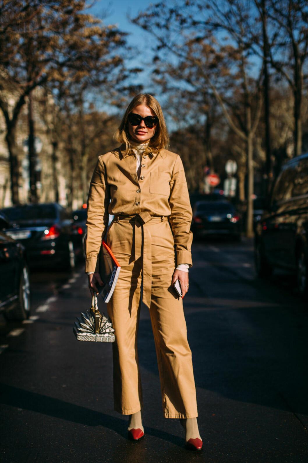 Streetstyle Paris FW, beige dräkt.