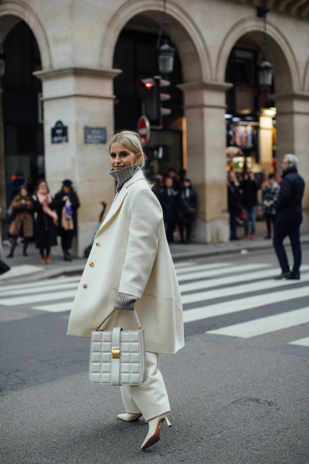 Stor polotröja streetstyle Paris Fashion Week.