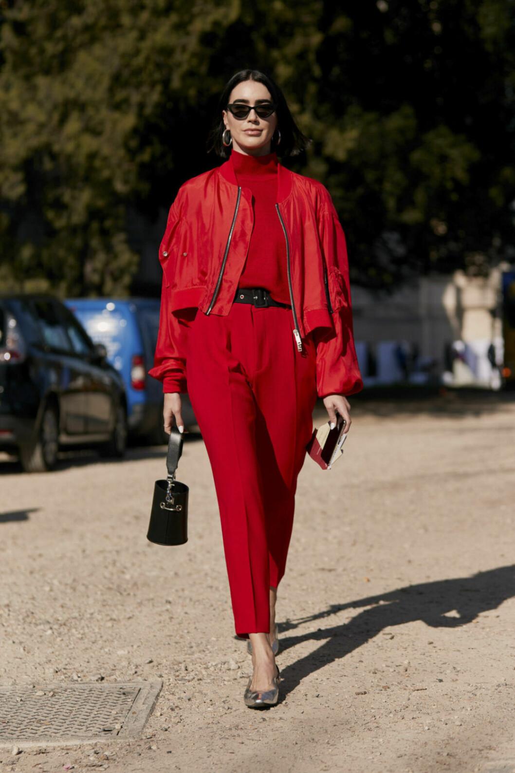Streetstyle Paris FW, röd look med svarta detaljer.