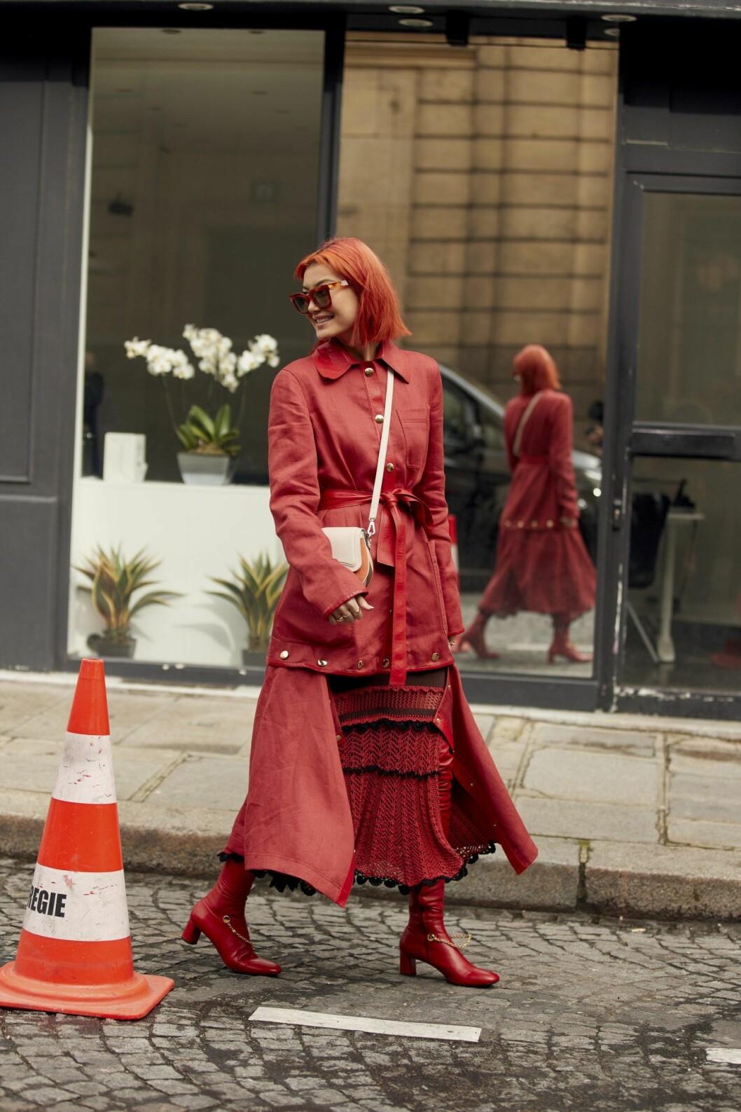 Röd look Streetstyle Paris Fashion Week AW20.