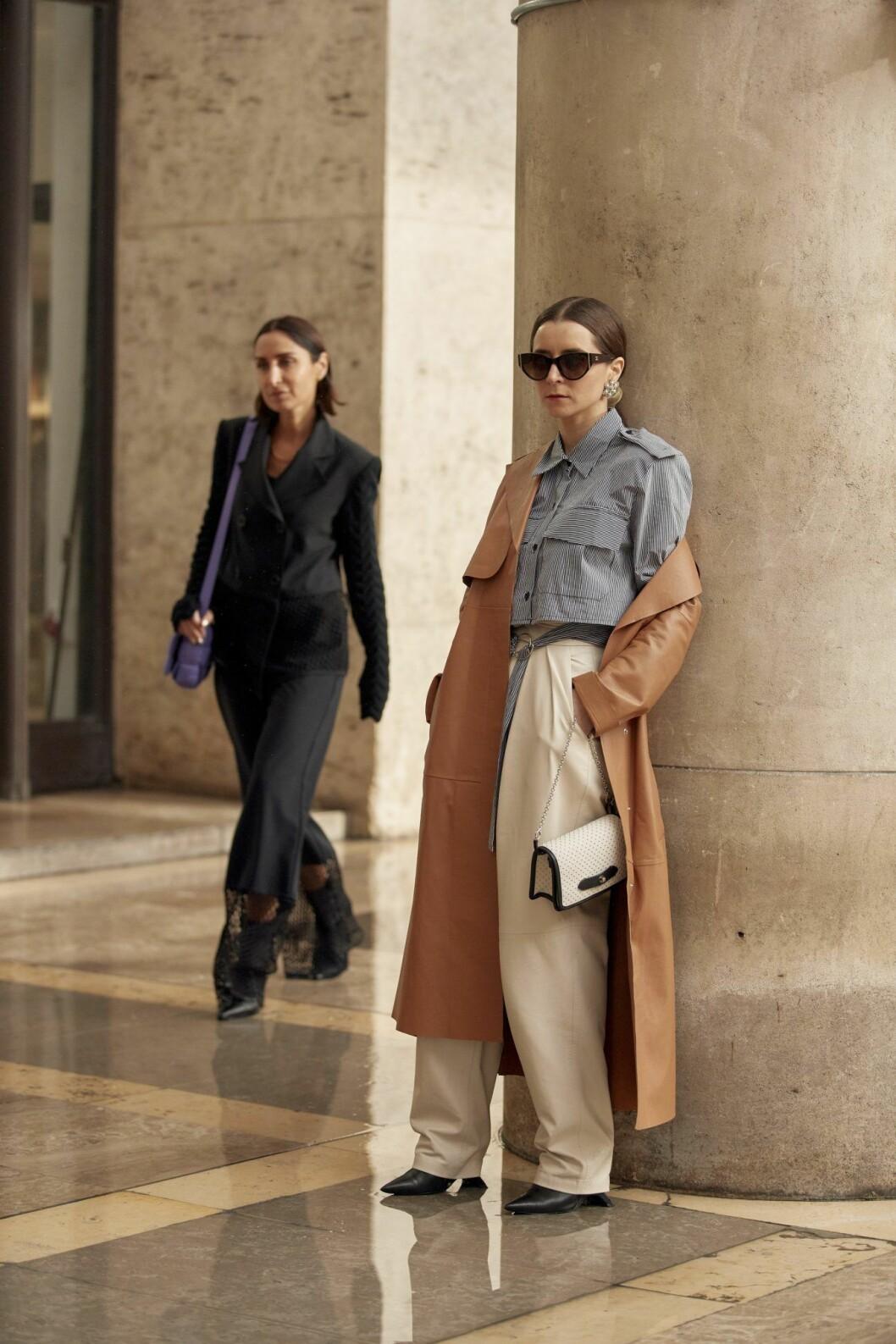 Beige kappa Streetstyle Paris Fashion Week AW20.