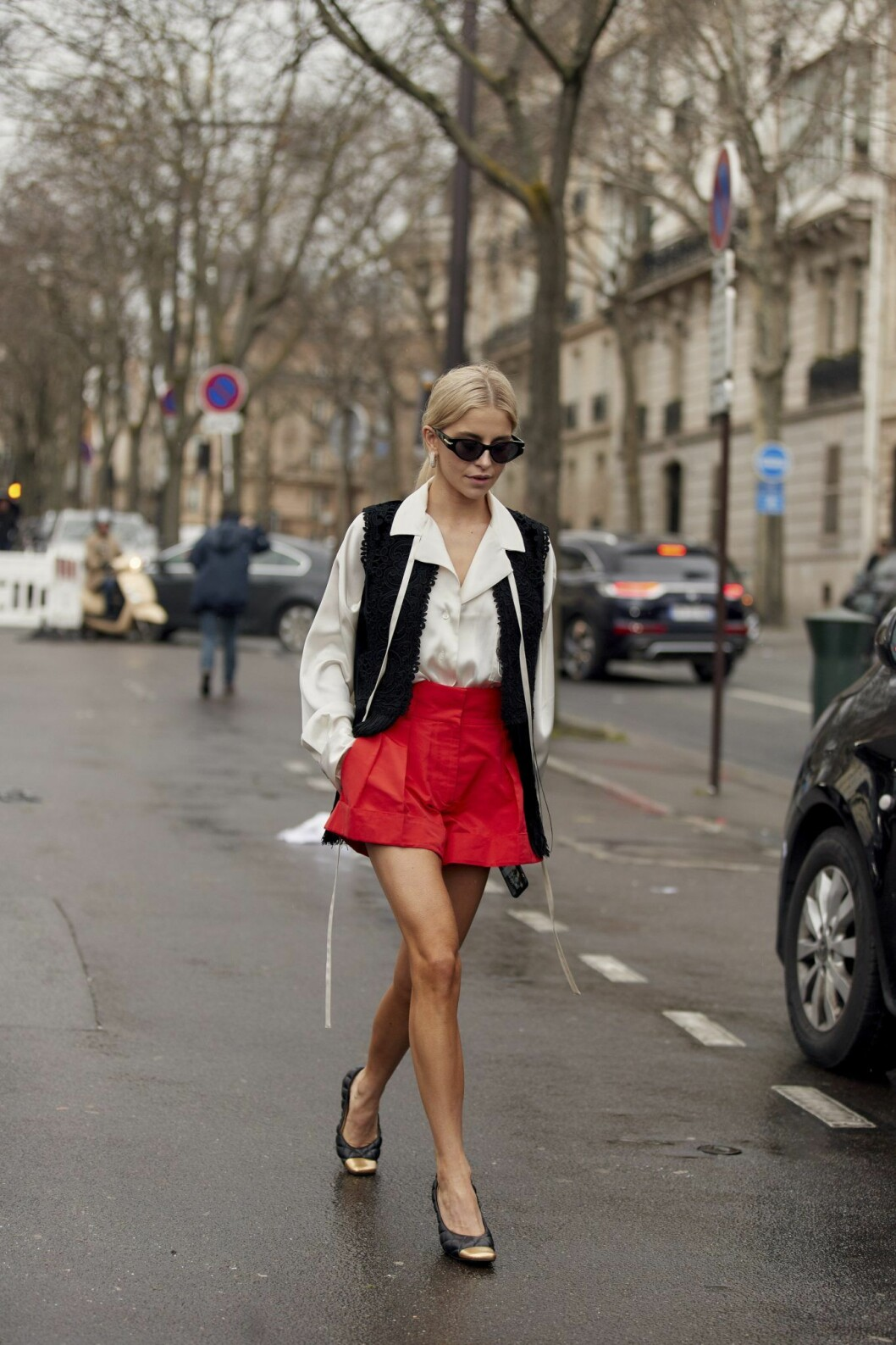 Streetstyle röda shorts Paris fashion Week AW20.
