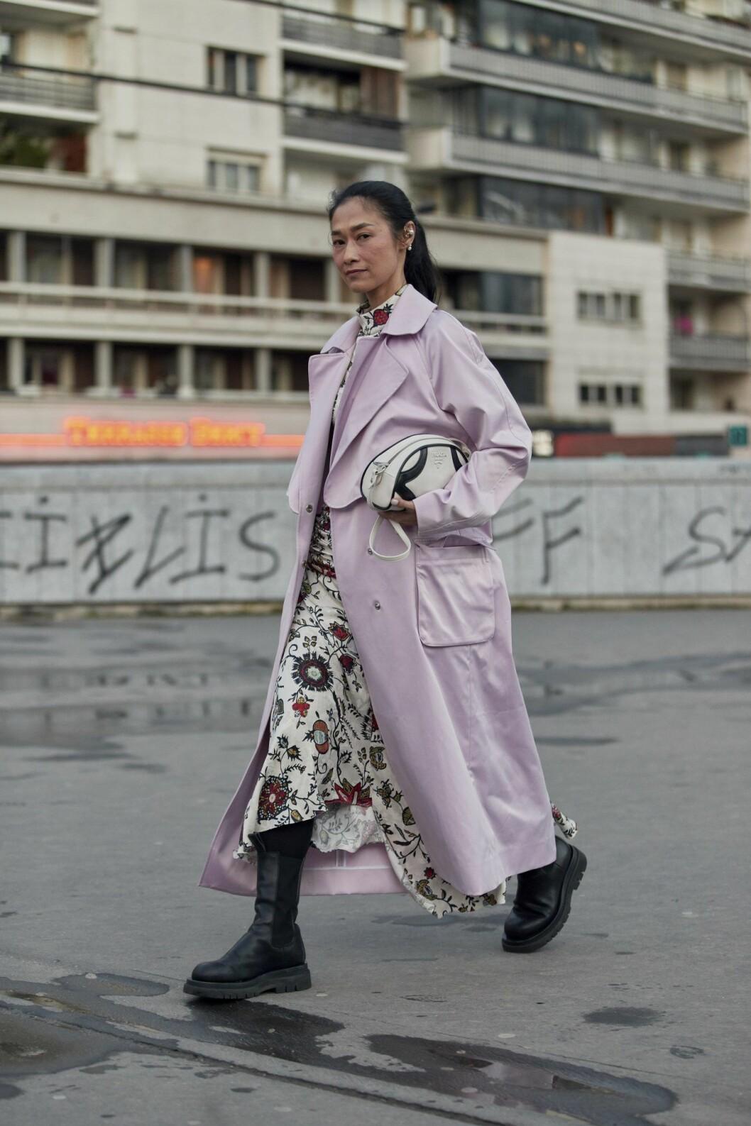 Lila trenchcoat Streetstyle Paris Fashion Week AW20.