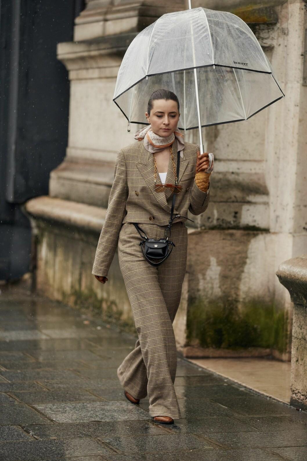 Rutig kostym Streetstyle Paris Fashion Week AW20.