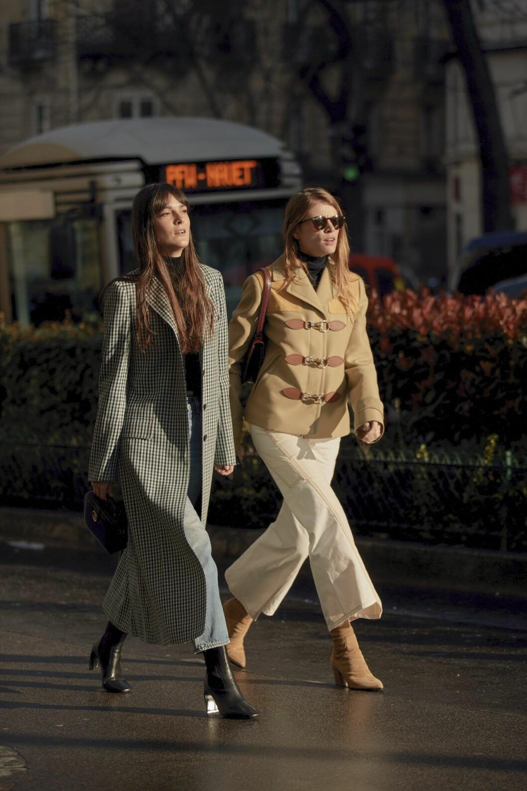 Smårutig lång kappa Streetstyle Paris Fashion Week AW20.