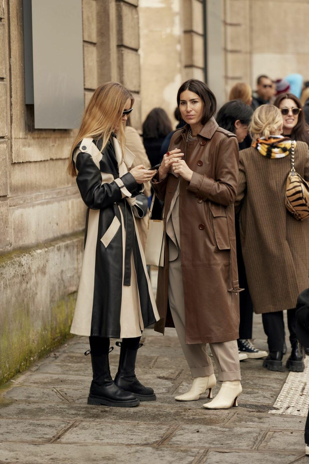 Beige kappa och läderkappa Streetstyle Paris Fashion Week AW20.