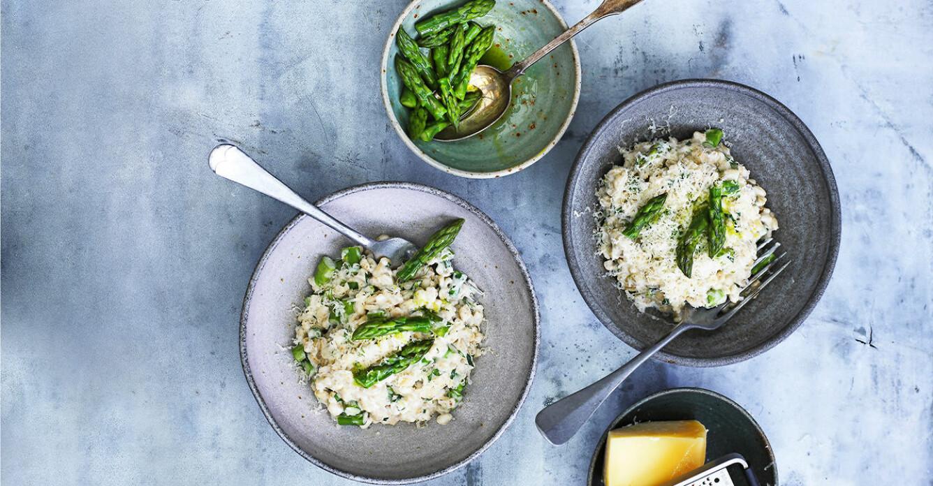 Recept på pärlgrynsrisotto med grön sparris