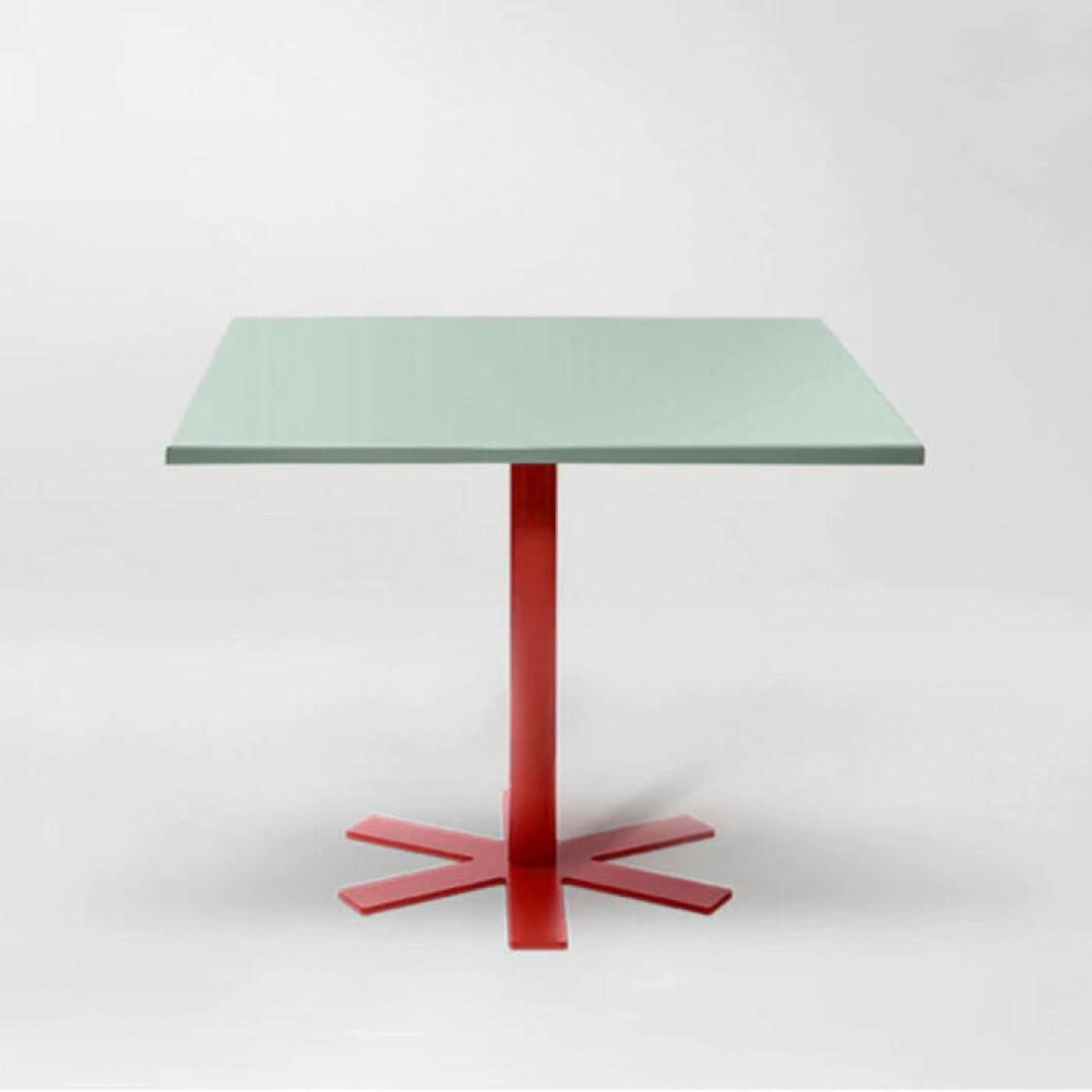 Snygg grönt bord med röda ben