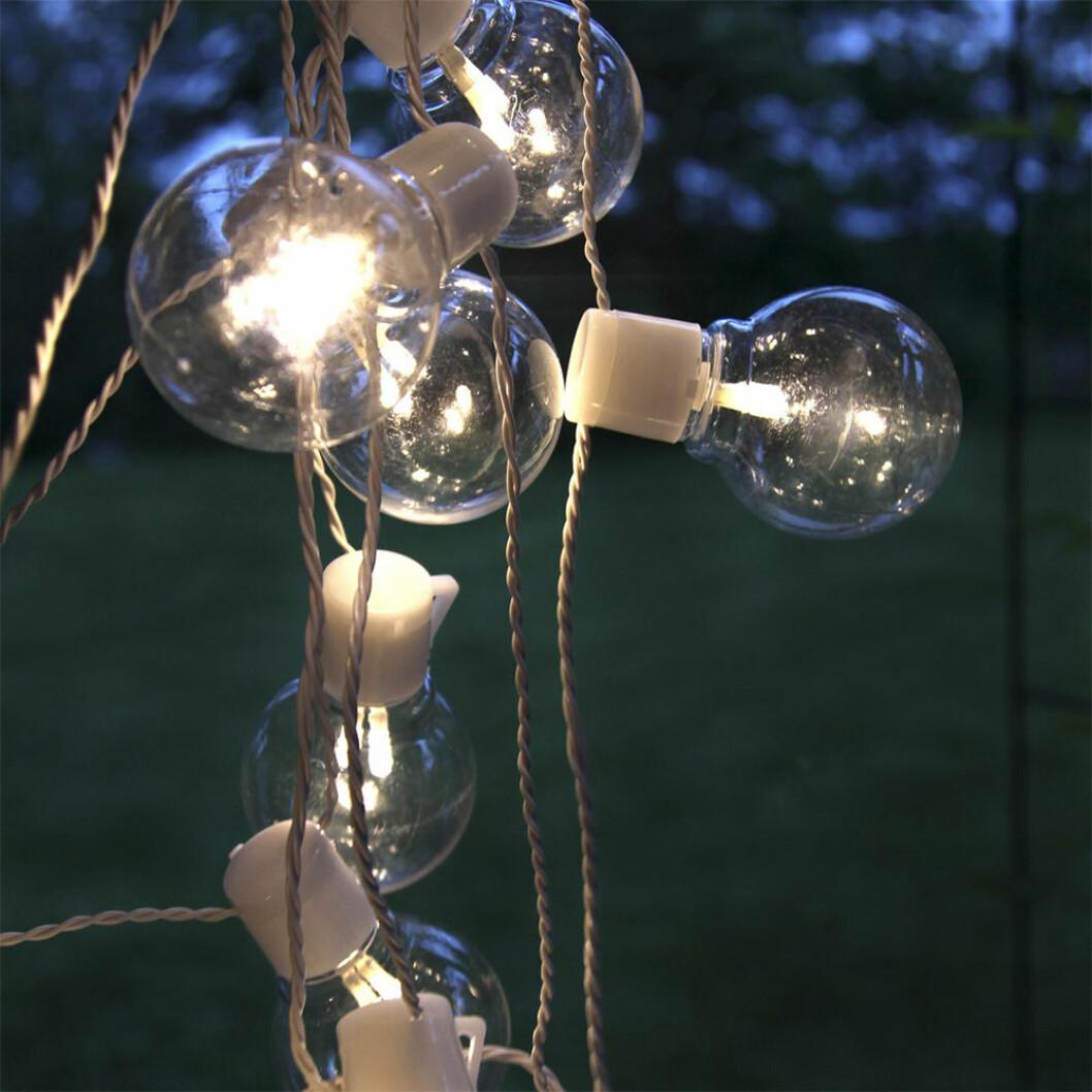 ljusslinga med LED-lampor i form av glödlampor