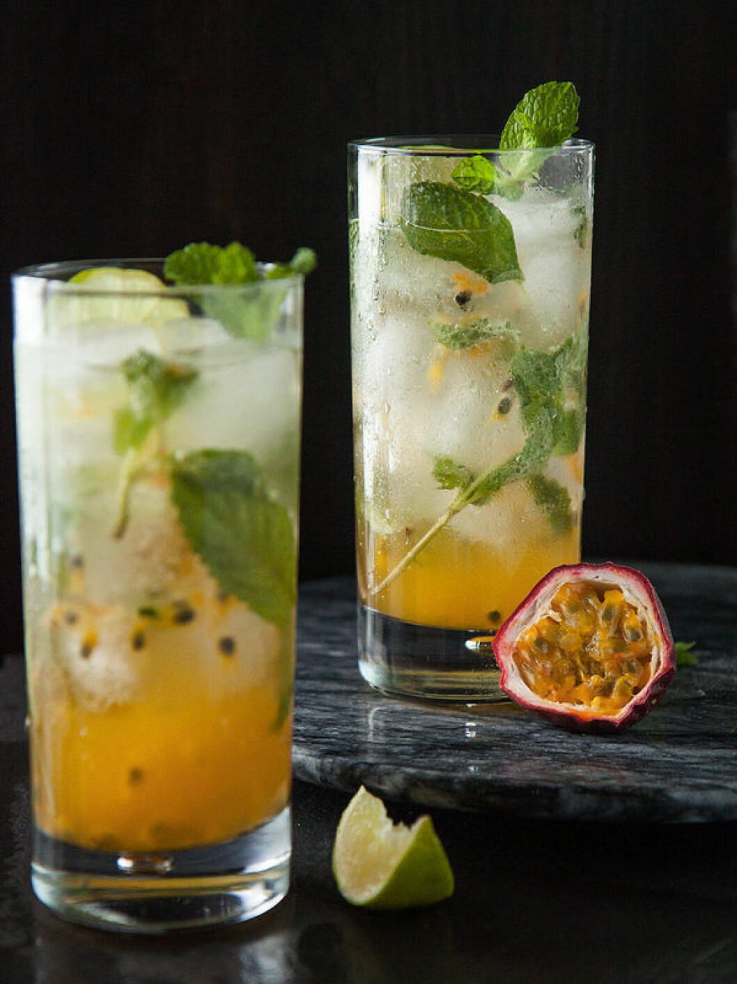 Ananas- och passionsfruktsmojito