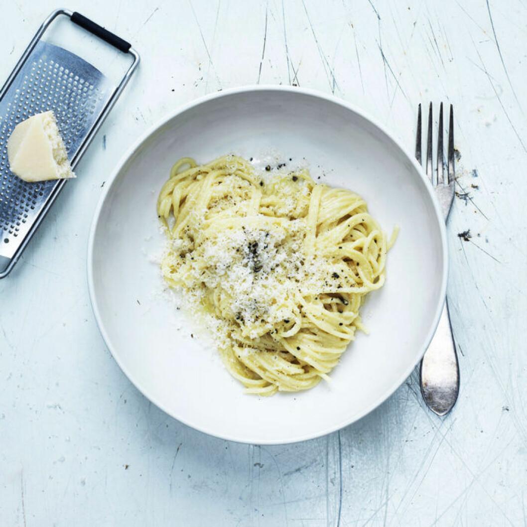 Pasta cacio e pepe (pasta med parmesan och peppar).