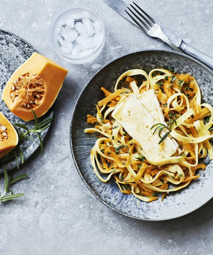 Recept på hemmagjord pasta med pumpa, brynt smör och brie
