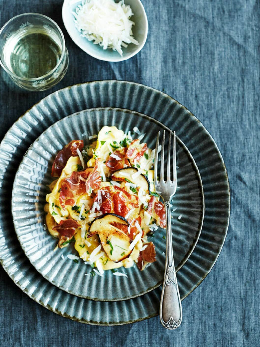 Ravioli med karljohan och pancetta.