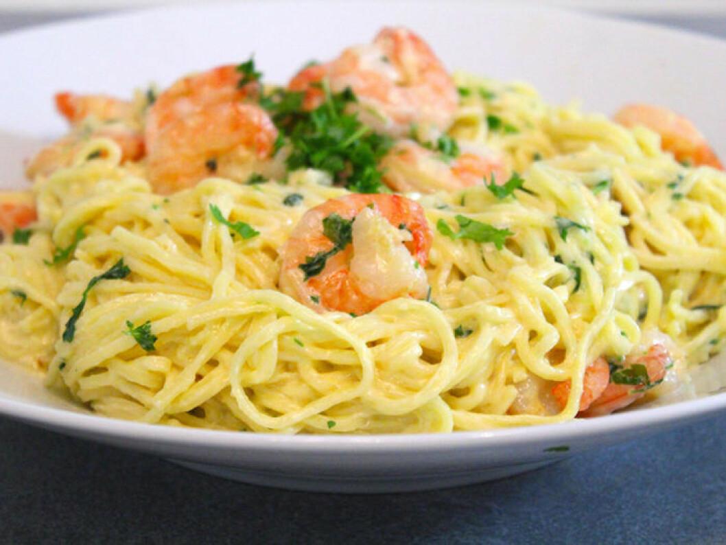 Krämig pasta med scampi, vitlök & färsk persilja.