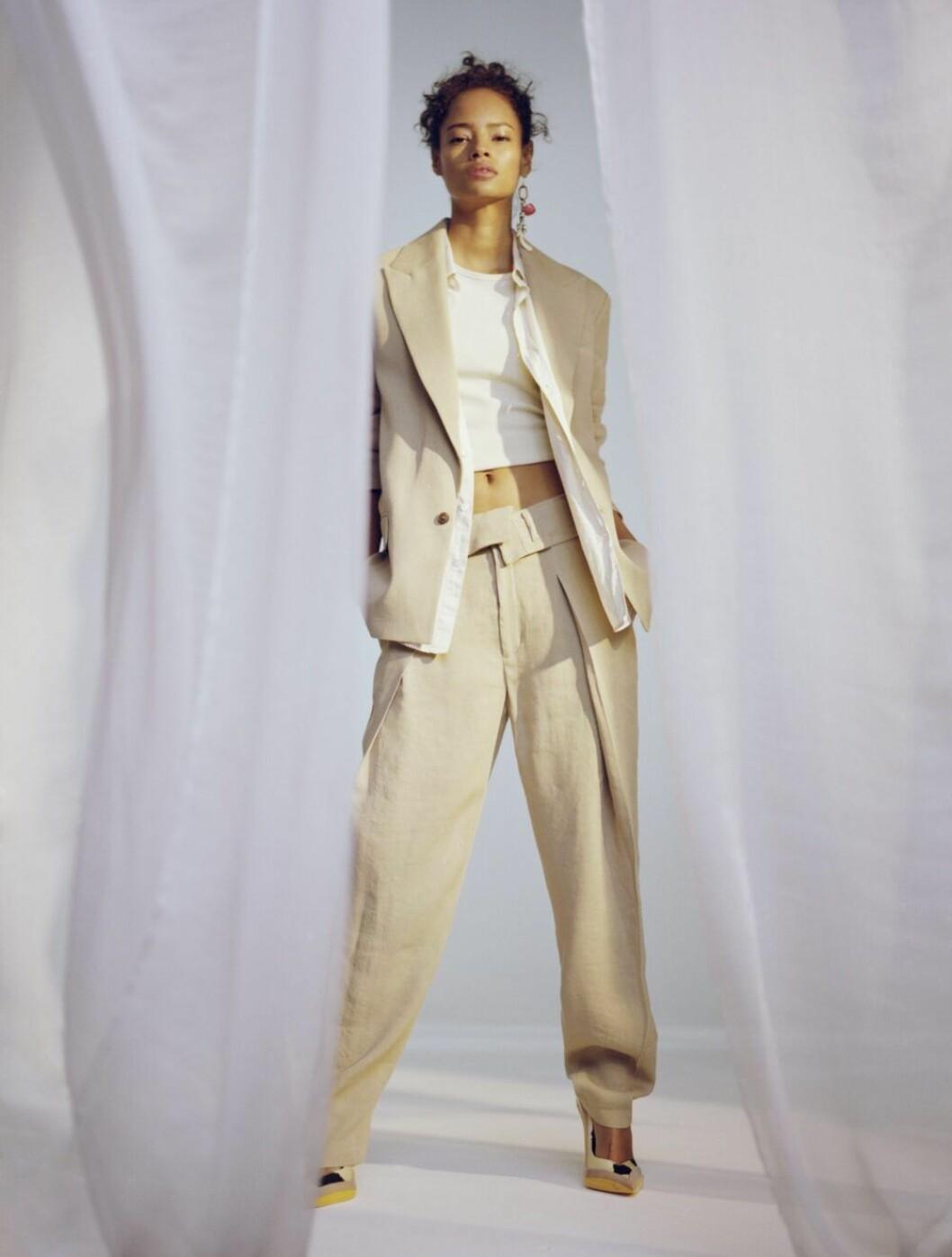 Kostym i ljusbeige från H&M