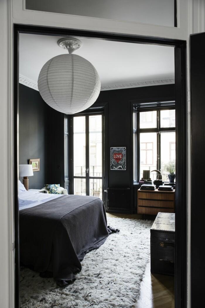Hemma hos väskdesignern Paulina Liffner i Vasastan i Stockholm sovrum